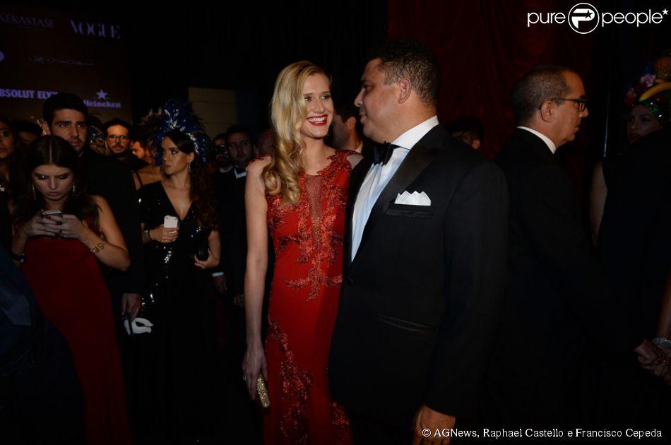 Ronaldo apresenta a nova namorada, a modelo Celina Locks, no Baile da Vogue, em São Paulo, na noite desta quinta-feira, 5 de fevereiro de 2015