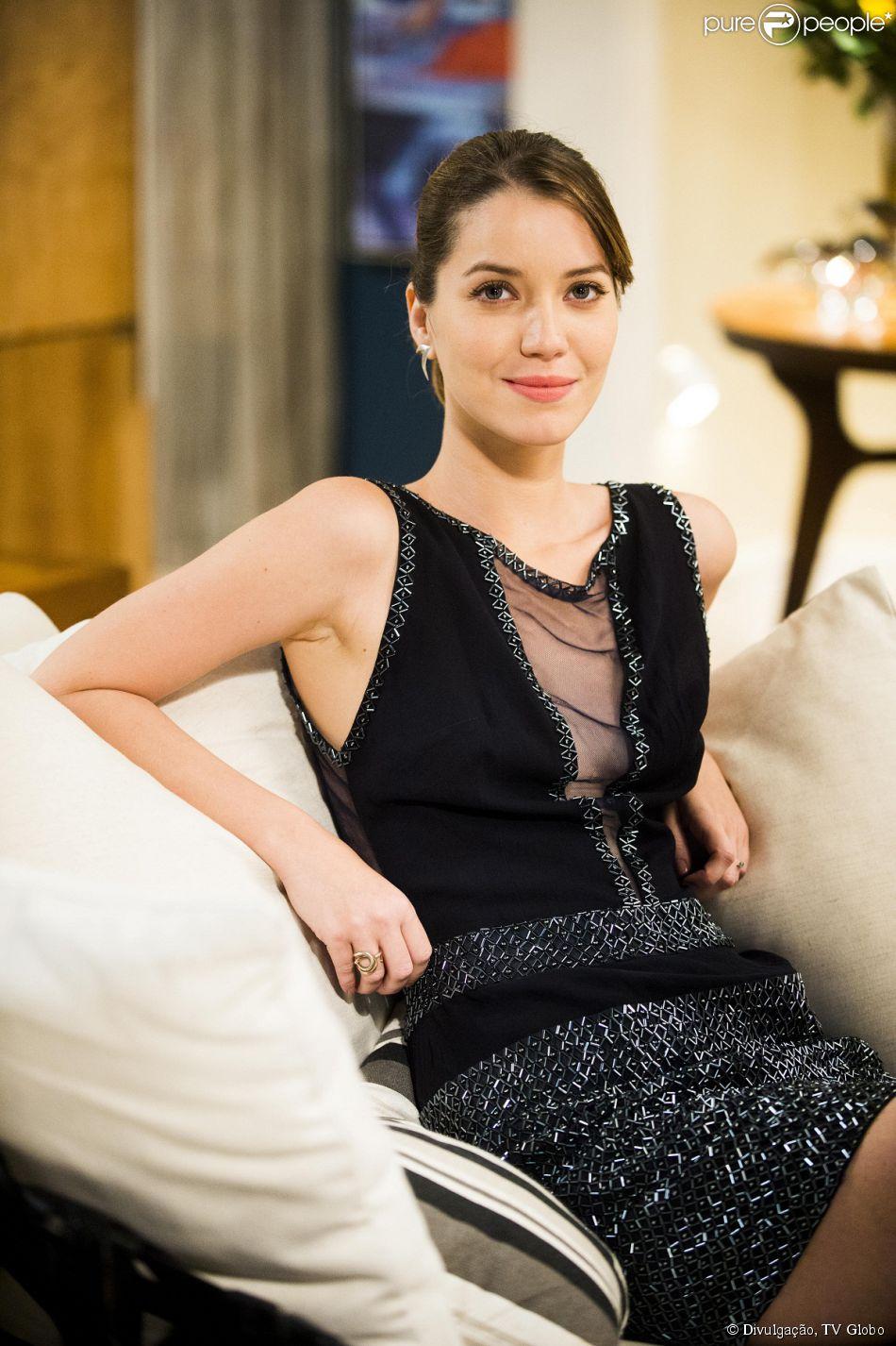 Laura (Nathalia Dill) conhece a quarta 'candidata' a ser sua mãe, em 'Alto Astral', em 19 de fevereiro de 2015