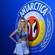 Bárbara Evans prestigia camarote da BOA na Marquês de Sapucaí, no Rio de Janeiro