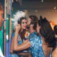 Thaila Ayala e o modelo alemão Andre Hamann trocam carinhos no camarote da Boa na Sapucaí após dizerem que são 'apenas amigos'