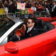 """Robert Downey Jr. vai à pré-estreia do """"Homem de Ferro 3"""" com carro conversível, em 24 de abril de 2013"""