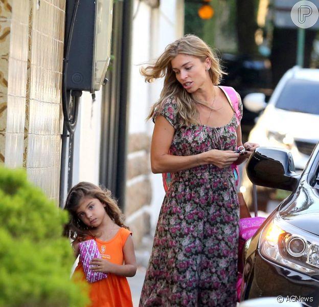 Grazi Massafera busca a filha na escola, na Barra da Tijuca, Zona Oeste do Rio de Janeiro, nesta sexta-feira, 6 de março de 2015