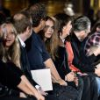 Cara Delevingne prestigia desfile da Stella McCartney na primeira fila