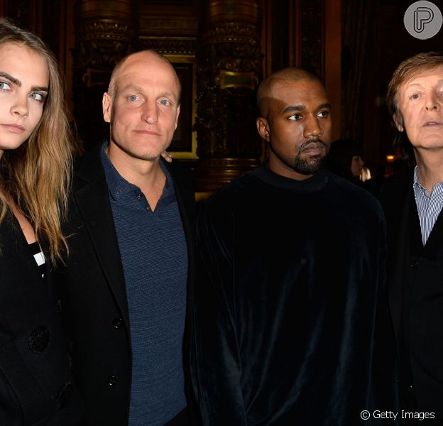 Cara Delevingne prestigia desfile da Stella McCartney em Paris ao lado de Paul McCartney e Kanye West, em 9 de março de 2015