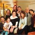 Kiria Malheiros, a Bruna da novela 'Império', posa ao lado de sua família na ficção