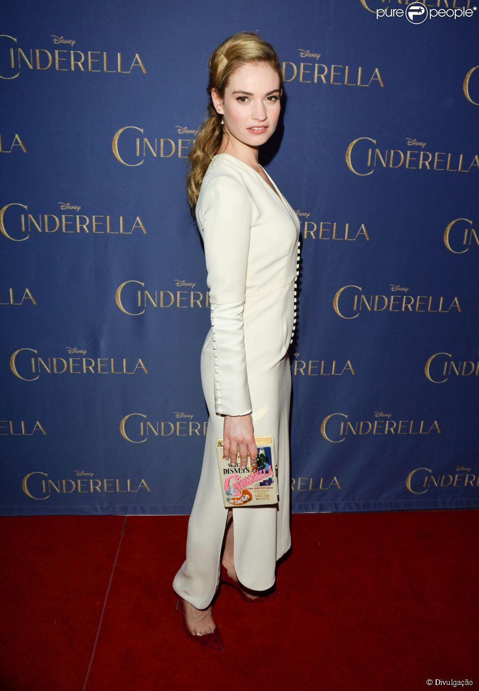 Lily James vai à première de 'Cinderela' em Toronto, na noite desta quarta-feira, 11 de março de 2015