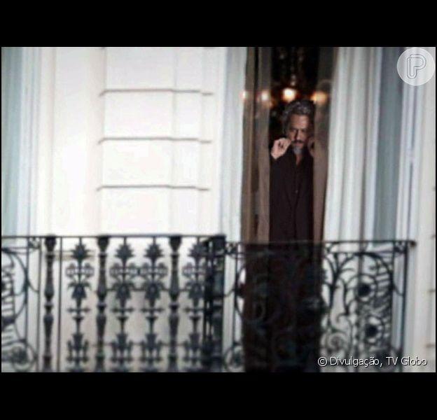 José Alfredo (Alexandre Nero) aparece na janela, depois de ter sido morto e cremado, na última cena do capítulo final de 'Império', em 13 de março de 2015