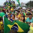 Ellen Jabour e Jessika Alves pintaram o rosto no movimento anti-Dilma Rousseff, na orla de Copacabana, Zona Sul do Rio de Janeiro