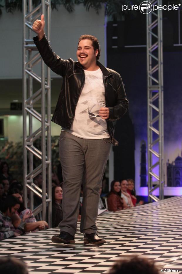 Tiago Abravanel está feliz com o convite para participar de 'Joia Rara', próxima novela das seis da TV Globo. O ator conversou com a revista 'Caras' em 2 de maio de 2013