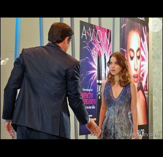 Laura (Nathalia Dill) se recusa a dormir com Marcos (Thiago Lacerda), na novela 'Alto Astral', em 30 de março de 2015