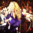 A popstar leva uma legião de fãs para a O2 Arena, em Londres