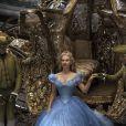 Lily James como Cinderela no longa que estreou no Brasil no fim de março de 2015