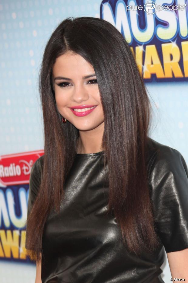 Selena Gomez diz que está disponível, em 13 de maio de 2013