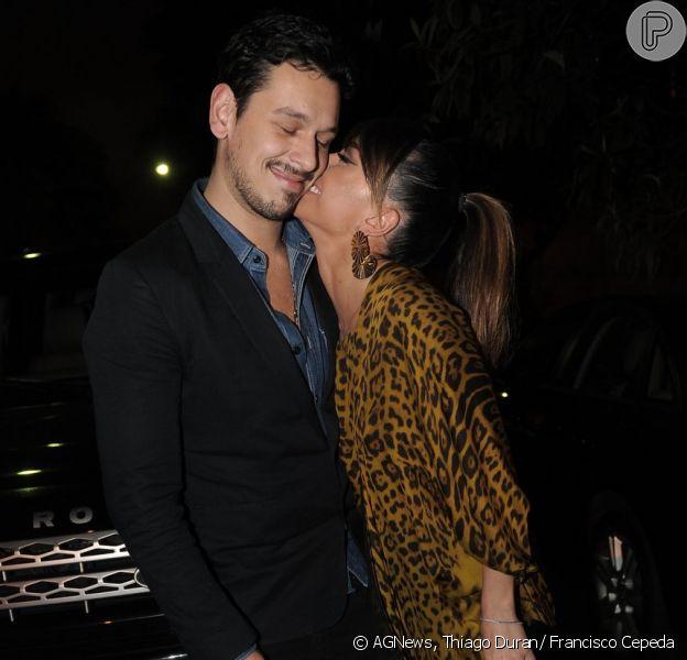 Sabrina Sato e João Vicente de Castro assumem namoro na festa de 30 anos de Mirella Santos, em 18 de maio de 2013