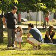 Malvino Salvador conversa com garotinha que faz sua filha em cena de 'Amor à Vida', tentando conquistar a confiança da pequena