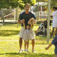 Malvino Salvador brinca com sua pequena parceira de cena, em gravação de 'Amor à Vida'