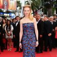 Elegante e mais discreta, Nicole Kidman escolheu um tomara que caia estampado no Festival de Cannes