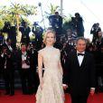Nicole Kidman usou um vestido assinado de Valentino Couture para a  première do filme 'Nebraska'