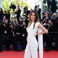 """Isabeli Fontana escolheu um macacão branco assinado por Elie Saab para usar na a première do filme """"The Immigrant"""", nesta sexta-feira (24), em Cannes"""