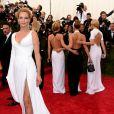Uma Thurman optou por um look da grife italiana Versace