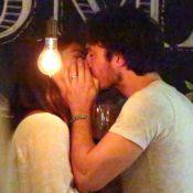 No Rio, Ian Somerhalder janta com a mulher, Nikki Reed, e diz gostar de cachaça