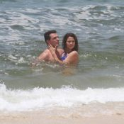 Nanda Costa, de biquíni, e Rodrigo Lombardi gravam 'Salve Jorge' em praia do Rio