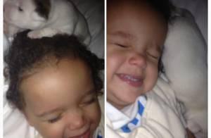 Mariah Carey publica foto no Instagram do filho brincando com cachorro