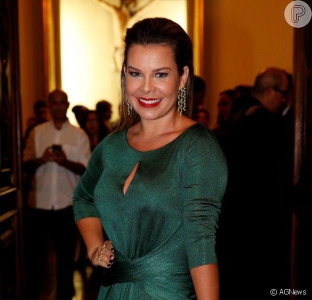 Fernanda Souza, madrinha do casamento de Preta Gil com vestido alugado