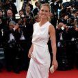 Bar Refaeli prestigia o primeiro dia do Festival de Cannes 2015