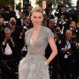 Naomi Watts usou um modelo de  Elie Saab n o primeiro dia do Festival de Cannes 2015