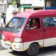 Márcia (Elizabeth Savalla) percorre as ruas de São Paulo, vendendo cachorro-quente em sua van, em 'Amor à Vida'