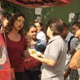 Márcia (Elizabeth Savalla) discute com o cliente em 'Amor à Vida'