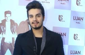 Luan Santana convida finalista do 'Iluminados' para cantar em show; fãs vibram