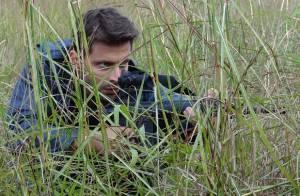 'Flor do Caribe': Cassiano (Henri Castelli) tenta matar Alberto (Igor Rickli)