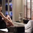 Para provocar César (Antonio Fagundes), Aline (Vanessa Giácomo) tira a calcinha na frente do médico, em cena de 'Amor à Vida', em 29 de junho de 2013