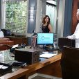 Pilar quase flagra Aline (Vanessa Giácomo) tirando a calcinha e para dar de presente a César (Antonio Fagundes), em 'Amor à Vida',