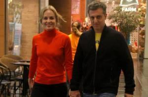 Luciano Huck e Angélica passeiam de mãos dadas por shopping do RJ após acidente