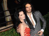 Katy Perry vai para debaixo de mesa se esconder do ex, diz jornal inglês