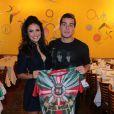 Paloma Bernardi recebeu o carinho do namorado, Thiago Martins, na apresentação