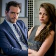 Giovanna (Agatha Moreira) e Alex (Rodrigo Lombardi) se surpreendem ao se encontrarem em um quarto de hotel como garota de programa e cliente, sendo pai e filha, na novela 'Verdades Secretas', em junho de 2015