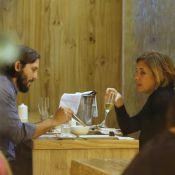 Adriana Esteves e Vladimir Brichta bebem champanhe durante jantar no Rio