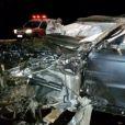 Carro em que Cristiano Araújo e a namorada, Allana, ficou com a frente destruída, após capotamento