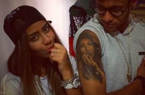 Neymar posa com a irmã, Rafaella, exibindo tatuagem em sua homenagem: 'Na pele'