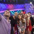 Sabrina Sato, Sergio Marone, Rodrigo Capella, Caroline Bittencourt e Compadre Washington posaram para uma selfie no intervalo das gravações