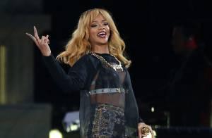 Fãs acusam Rihanna de usar drogas após atraso de duas horas para show