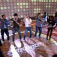 Mãozinha pro alto de novo, mas agora a dupla Munhoz e Mariano estava  ensinando a jornalista a coreografia da música 'Camaro Amarelo'. Mandou bem na sensualidade