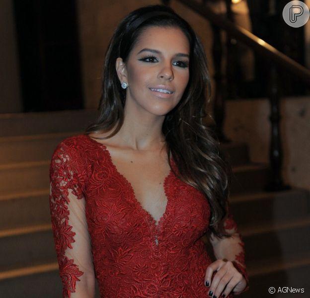 Mariana Rios esteve em um evento de moda, no início desta semana, e disfarçou com dois anéis a falta da aliança na mão direita, em junho de 2013