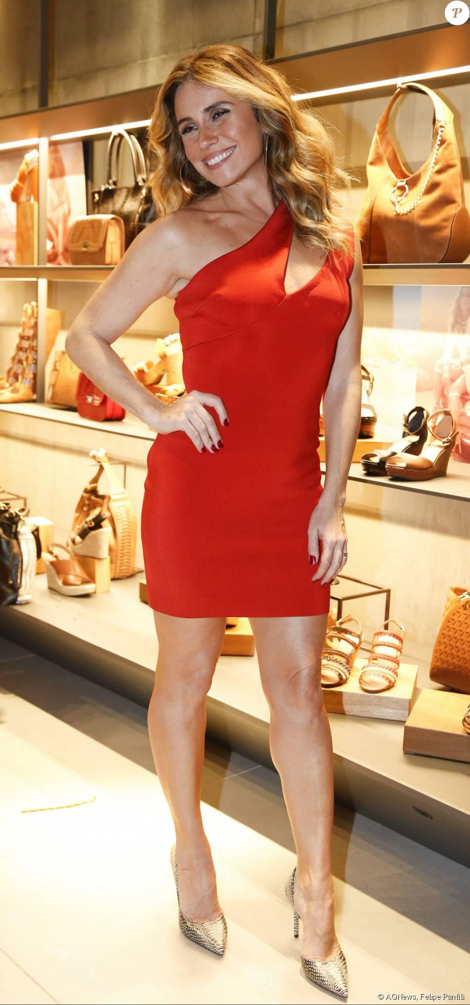 88774fba30d Giovanna Antonelli aposta no vestido vermelho da grife Jay Ahr