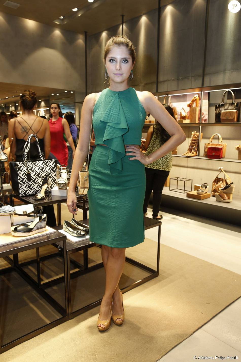 dc8c305751162 Tammy Di Calafiori também prestigiou o lançamento da coleção verão 2016 de  uma marca de sapatos