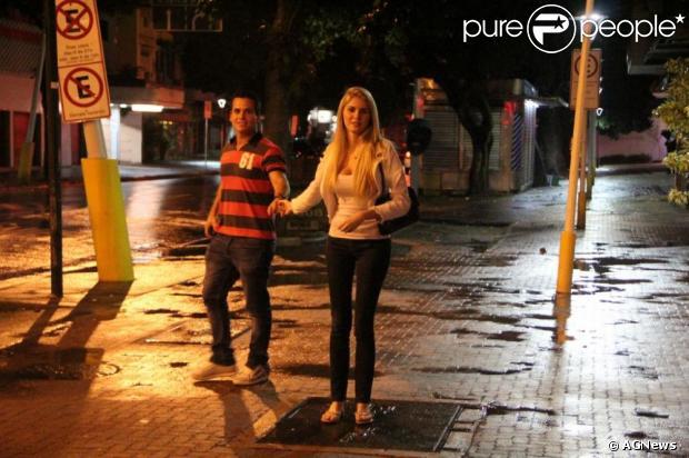 Leonardo Conrado, ex-namorado deBárbara Evans, enviou umanotificação extrajudicial para a Record no intuito de impedir a emissora de citar o seu nome